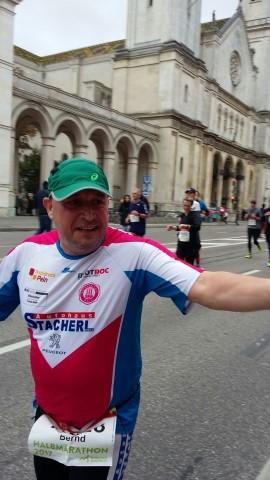Laufen -rtr-weiz-WhatsApp-Image-2017-10-09-at-21.24.341-Small-München Marathon und Marathonreise 2017